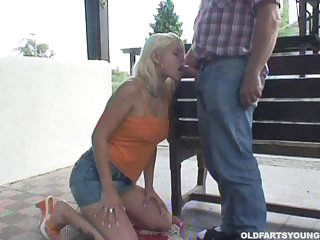 Outdoor fucking between and older guy and sexy blonde Brenda N