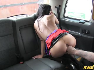 Ride from simulate forth the fake taxi-cub takes a sexual turn