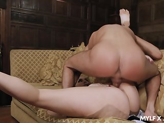 MILF with insane curves, smashing nude porn with the master
