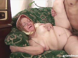 Granny with glasses moans with pleasure and gets cum adjacent to mouth