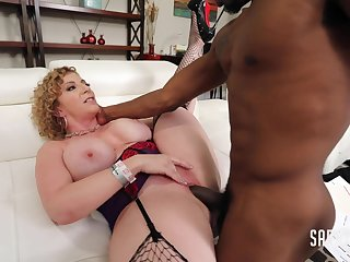 Frying MILF Sara Jay Working Late With Isiah Maxwell
