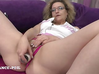 Mother cougar dildo playing in the lead getting nailed