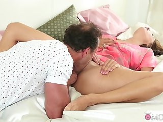 Show dad licks her fine pussy then fucks her like a whore