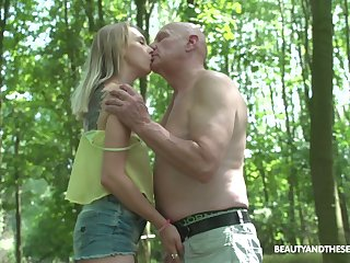 Wandering above reproach nudist Lily Ray gets finally fucked sufficiently