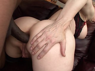 MILF goes pioneering with the BBC and tries insane anal