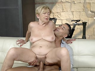 Old young gentleman feels great with a titanic young cock inside her pussy