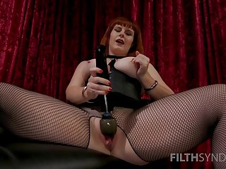 Mature mistress shows proper skills with the big sex toy