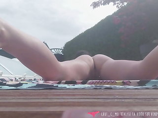 Vends-ta-culotte - French MILF Exhibs on tap her Swimming Synthesize