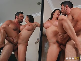 Seasoned babe Alexis Fawx fucked in the air agreement in the air front of a mirror